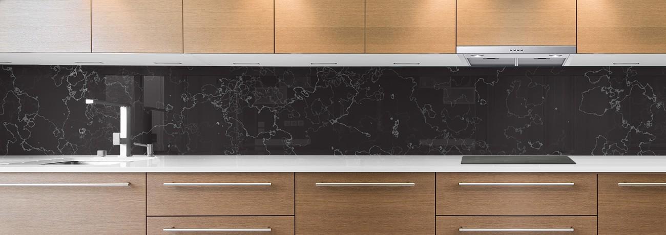 crédence de cuisine sur mesure crédence marbre noir traits blancs