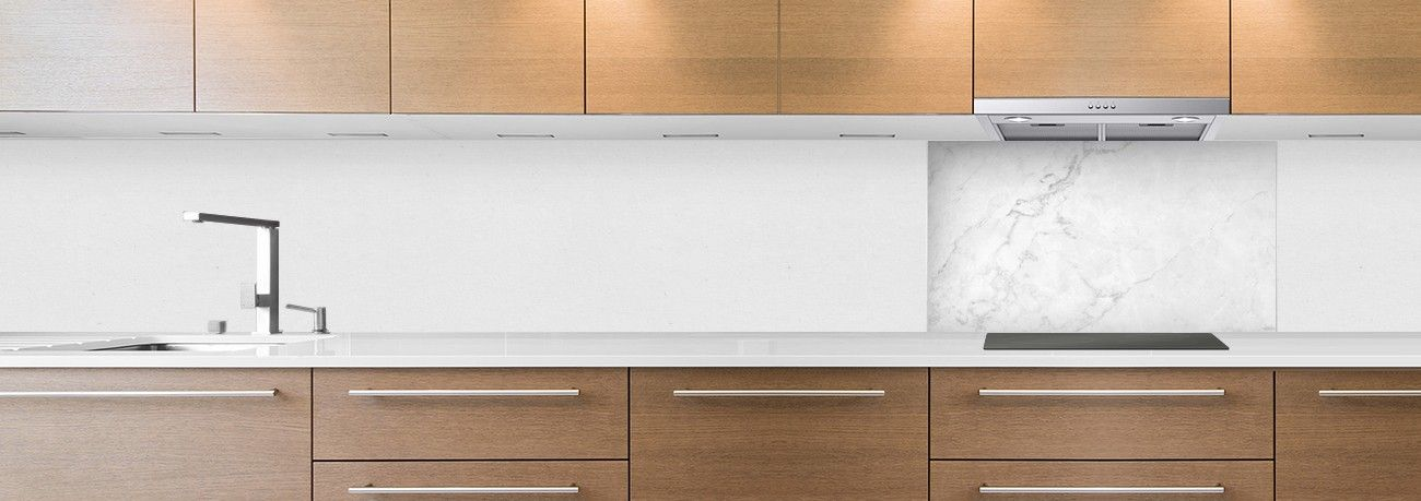 cr dence de cuisine sur mesure cr dence marbre blanc lisse hotte. Black Bedroom Furniture Sets. Home Design Ideas